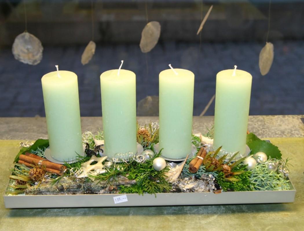Gesteck mit Kerzen